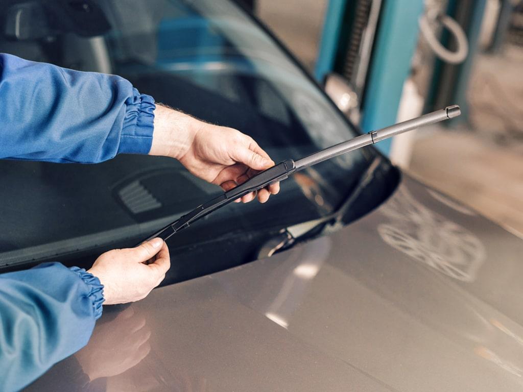 Remplacement des essuis-glace sur votre voiture